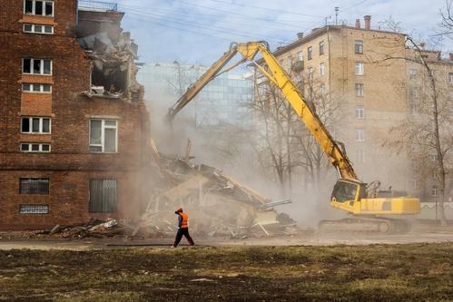 excavator demolishes old soviet school building in moscow